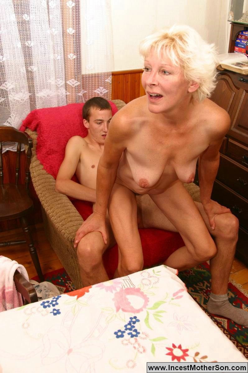 mother loves to suck little son cock stories